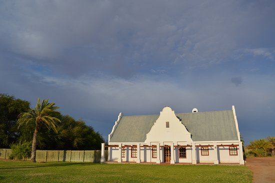 Augrabies Falls National Park, South Africa: Manor House - view of the back with the entrance on the other side