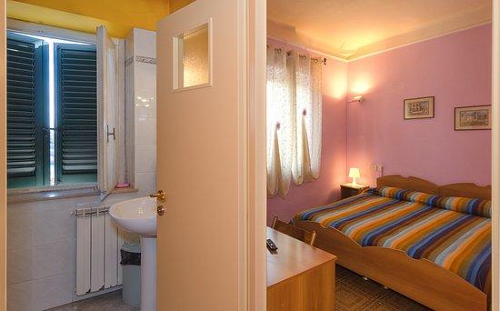 camera matrimoniale elite bagno privato - Picture of Il Ponte, Lucca ...