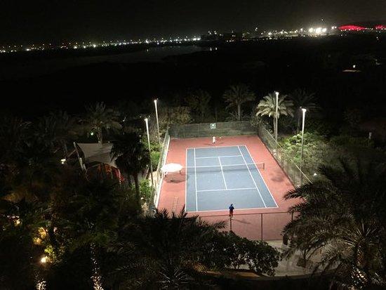 Park Inn by Radisson Abu Dhabi Yas Island: quadra de tênis