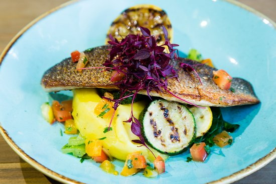 Kirtlington, UK: Grilled Sea Bass with Saffron Mash