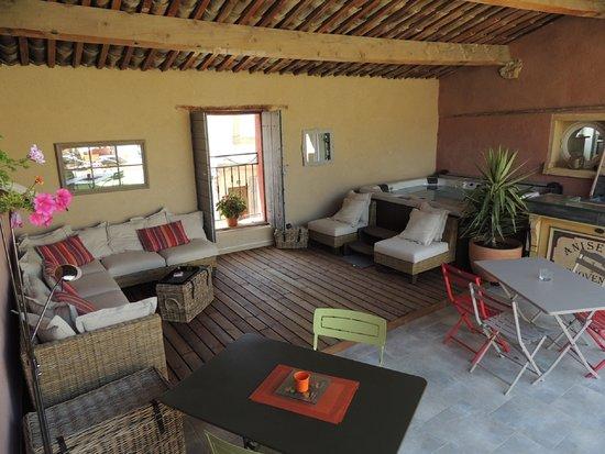 eden roque salon bar cosy dans le patio couvert - Chambre Avec Jonc De Mer