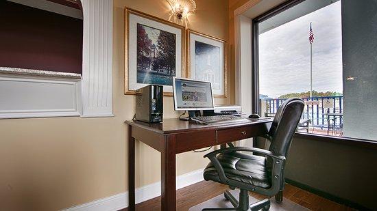 Best Western Wilderness Trail Inn: Business Center- Free high speed Internet.