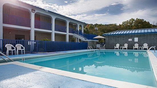 Best Western Wilderness Trail Inn: Seasonal Pool opened Memorial Day-Labor Day.