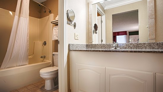 Barbourville, KY: Guest Room Bathroom.