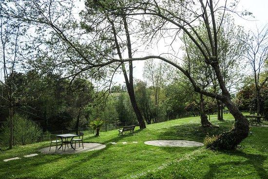 Saubrigues, France: Parc de l'Auberge d'Ugne