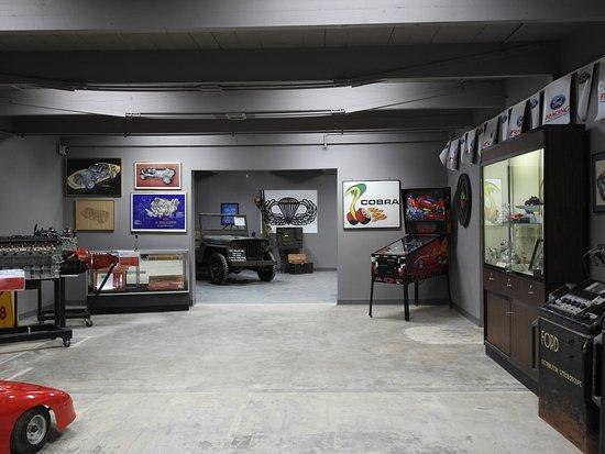 Sapulpa, Оклахома: Ford and Chevy Memorabilia
