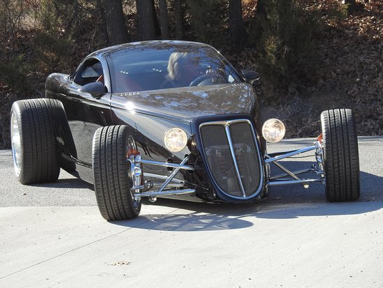 "Sapulpa, OK: Chip Foose's ""Hemisfear"" project car"