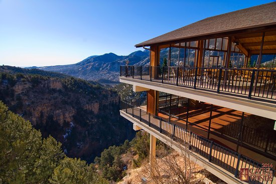Manitou Springs, CO : Pavilloin Overlook at Cave of the Winds Mountain Park