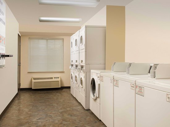 WoodSpring Suites Houston I-10 West: Laundry Room