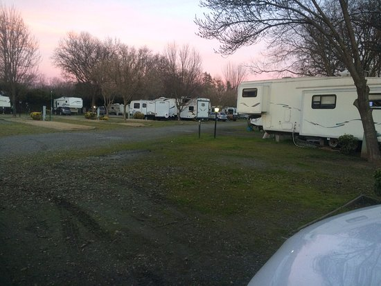 Gridley, Californie : the RV park is behind the motel units away from the street