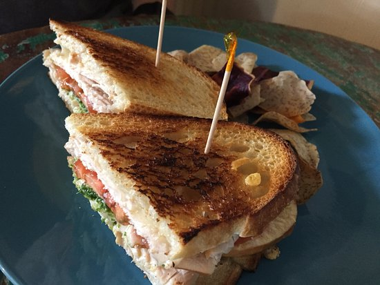 The Strawberry Patch: daily special: chicken pesto with taro chips