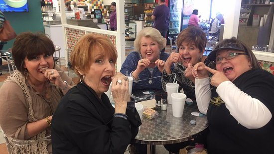 Scottsboro, AL: Close dental floss friends...just kidding!!! Great food!!