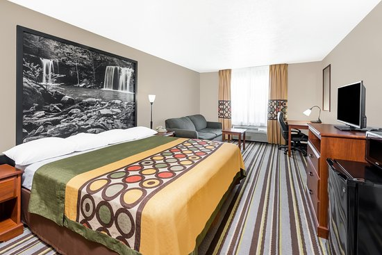 Bolivar, MO: King Suite Room
