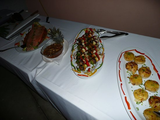 Plantation Beach Villas: Dinner Buffet