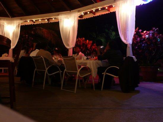 Plantation Beach Villas: Wedding at the Beach bar