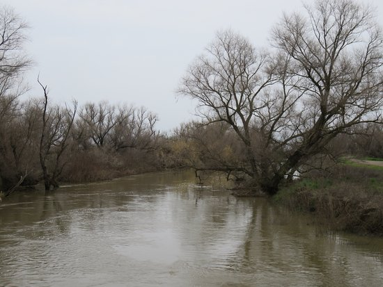Colusa, Californië: A river runs through the complex