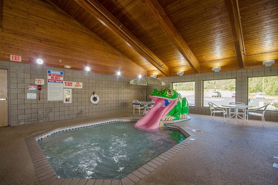 Silver Bay, MN: Pool Frong Slide