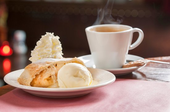 Margraten, The Netherlands: Appelgebak met koffie creme