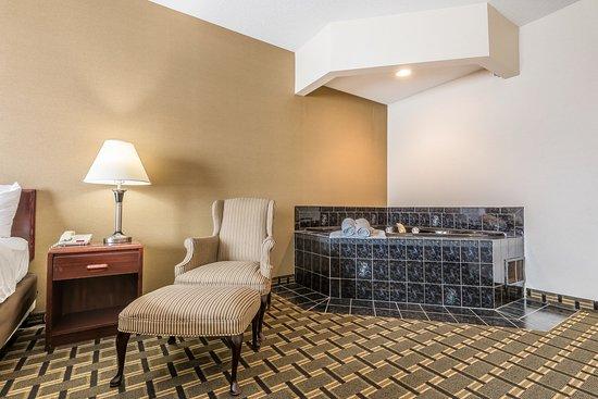 Comfort Inn: King suite