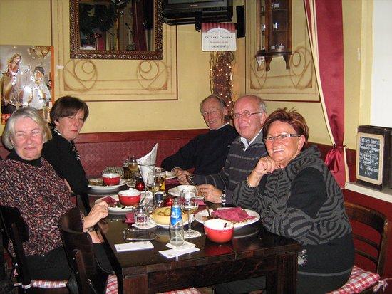 Margraten, Países Baixos: Gasten aan tafel.
