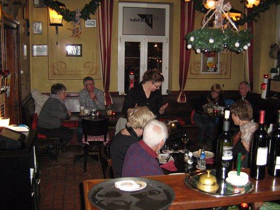 Margraten, Nederland: Gasten aan tafel