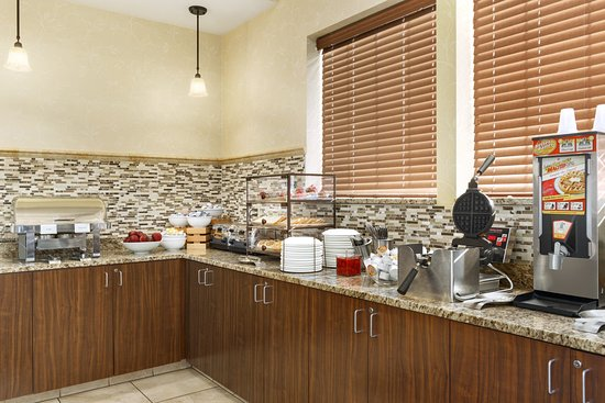 Country Inn & Suites By Carlson, St. Paul East: Breakfast Area