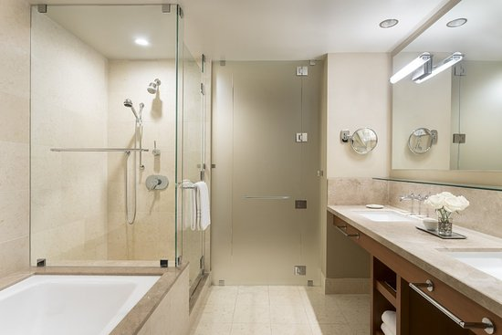 East Palo Alto, Californie : Four Seasons Executive Suite Bathroom