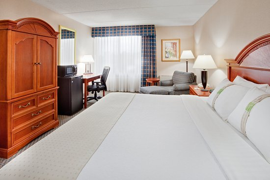 Auburn, NY: Unwind in our spacious king bedded rooms.