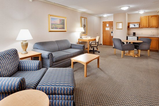 Holiday Inn Auburn - Finger Lakes Region: Spacious two-room suites are available.