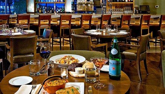 Glen Ellyn, IL: Bar and Lounge