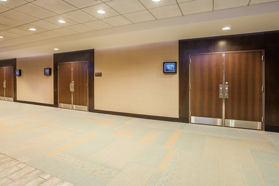 Crowne Plaza Lombard Downers Grove : Pre-function Area