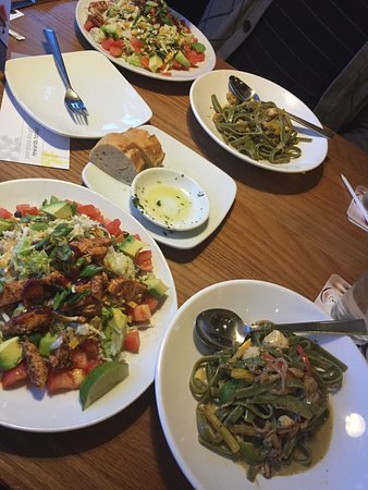 California Pizza Kitchen Pizza Place 7895 N Blackstone Ave In Fresno Ca Tips And Photos