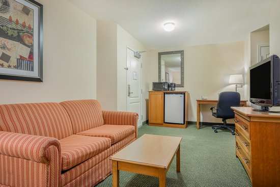 Elk River, MN: Executive Suite living area