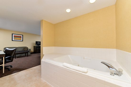 Charlotte, Мичиган: King Executive Jacuzzi Suite