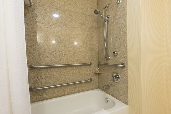 Aurora, Ιλινόις: ADA Accessible Guest Bath Tub