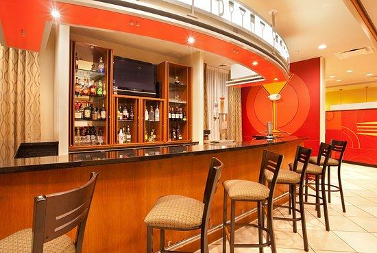 Aurora, إلينوي: Bar and Lounge