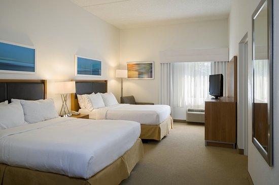 Hummelstown, PA: Two Queen Beds, One Bedroom Suite