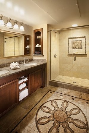 The Meritage Resort and Spa: Superior and Deluxe Guestroom Bath