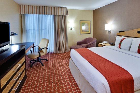 Holiday Inn Hotel Dublin-Pleasanton Queen Bed Guest Room