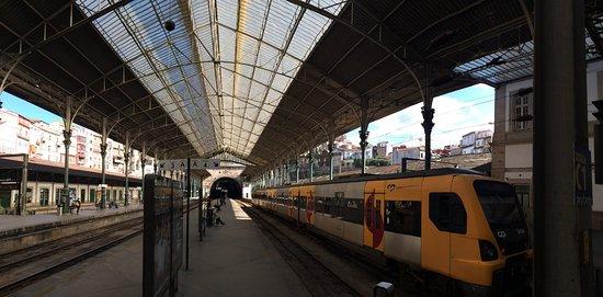 Resultado de imagem para Cidade do Porto Portugal estação de comboios