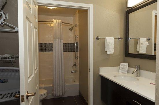 Staybridge Suites Denver South-Park Meadows: Bathroom