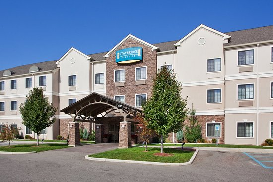 Staybridge Suites Kalamazoo: Front Entrance