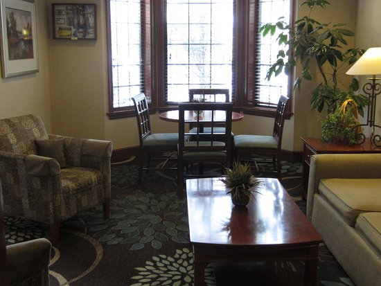 Staybridge Suites Kalamazoo: Guest Lounge