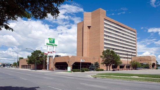 Holiday Inn Winnipeg South: Hotel Daytime Exterior