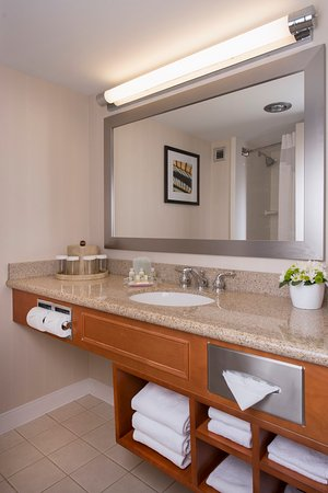 Holiday Inn Winnipeg South: Guest Bath