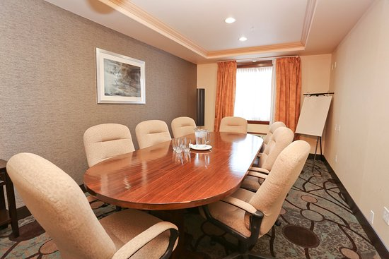 Vernon, Canada: Board Room for up to 12 People with Free Wi-Fi