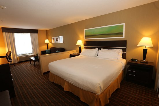 Vernon, Canada: King Executive Room with Living Area