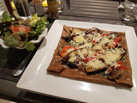 La Salle a Manger: Crêpe végétarienne aux légumes grillés maison, et crêpe trois fromages !