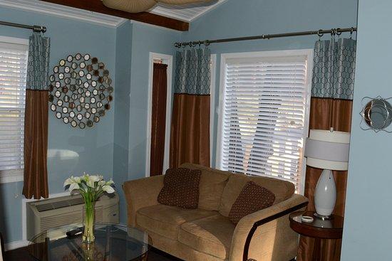 The Woods Treehouse Resort: Aspen Cabin