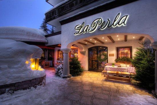 Hotel La Perla: Exterior Winter view
